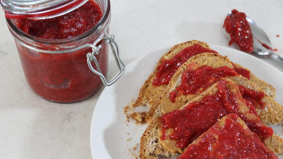 How to Make Keto and Vegan Strawberry Jam. SUPER EASY!